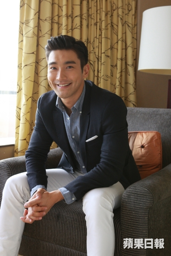150803 Official Apple Daily interview with siwon 1