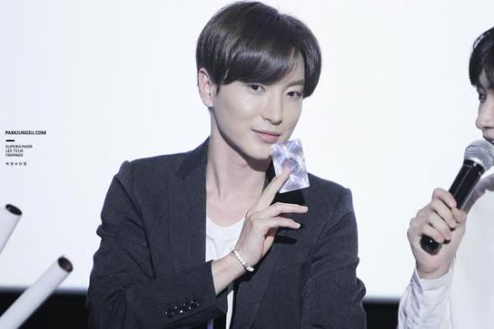 150819 smtown the stage with leeteuk (1)
