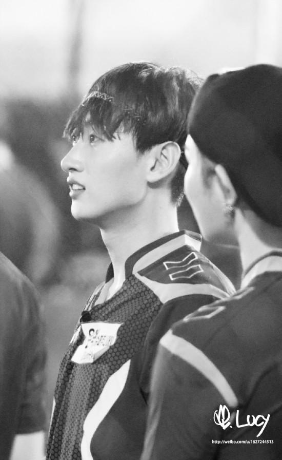 150820 Korea-China Dream Team Filming with Eunhyuk (5)