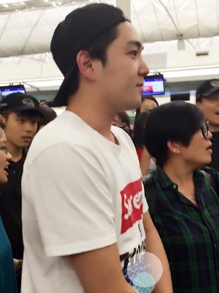 150823 kangin at hk airport to seoul (1)