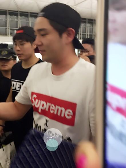 150823 kangin at hk airport to seoul (4)