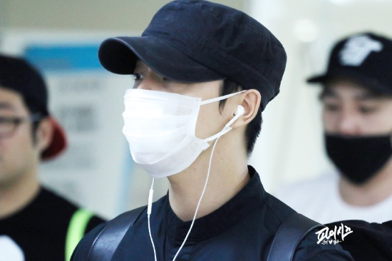 150828 Eunhyuk and Donghae at Gimpo Airport (to Japan) (3)