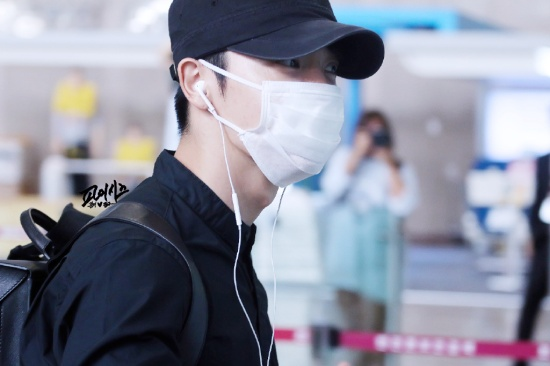150828 Eunhyuk and Donghae at Gimpo Airport (to Japan) (5)