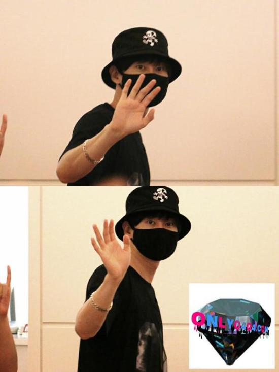 150828 eunhyuk at haneda airport1