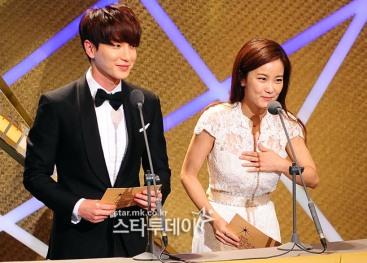 150903 korea broadcasting awards leeteuk (9)