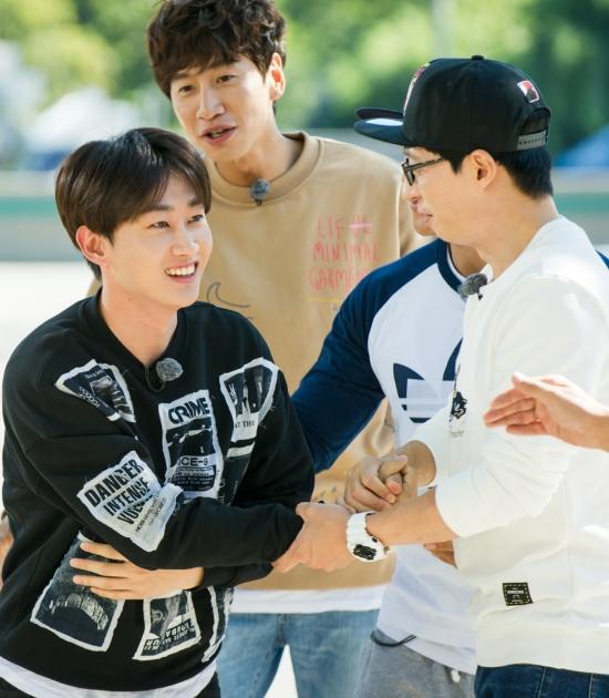 150930 SBS Running Man Official Update - Eunhyuk (2)