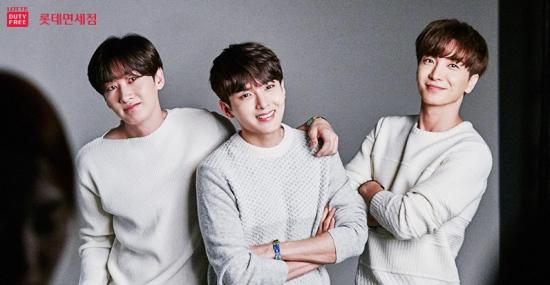 W Filming BTS with Super Junior3