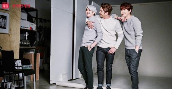 W Filming BTS with Super Junior4
