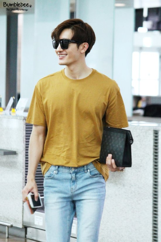 160806 Zhou Mi at Incheon Airport 1