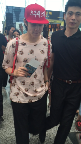 160829 Heechul at Guanzhou Airport 6