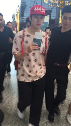 160829 Heechul at Guanzhou Airport 7