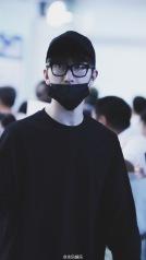 160829 Zhou Mi at Beijing Airport 2
