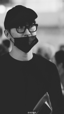 160829 Zhou Mi at Beijing Airport 5