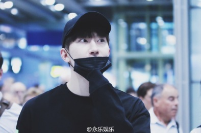 160829 Zhou Mi at Beijing Airport 7