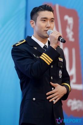 160831 police film festival siwon2