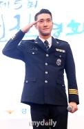 160831 police film festival siwon13