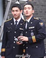 160831 police film festival siwon14