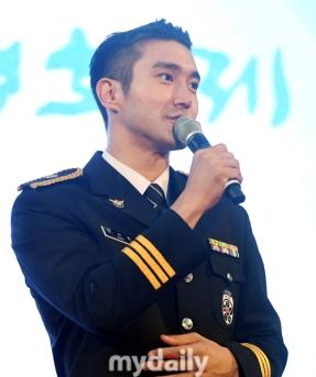 160831 police film festival siwon26