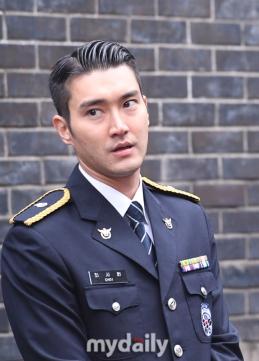 160831 police film festival siwon28