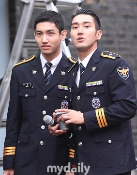 160831 police film festival siwon29