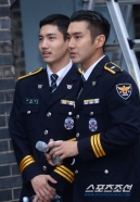 160831 police film festival siwon34