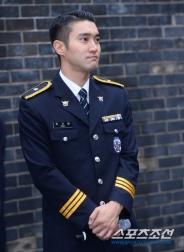 160831 police film festival siwon37