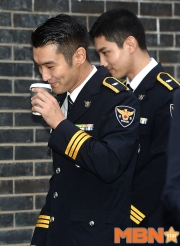 160831 police film festival siwon55