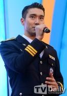 160831 police film festival siwon7