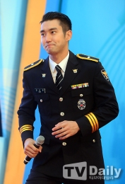 160831 police film festival siwon9