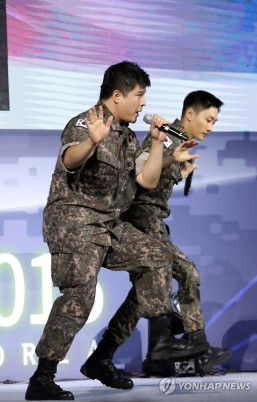 160910-official-defense-expo-korea-homecoming-day-with-shindong-sungmin-eunhyuk11